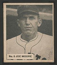 1936 V355 World Wide Gum #8 Joe Moore New York Giants - Front